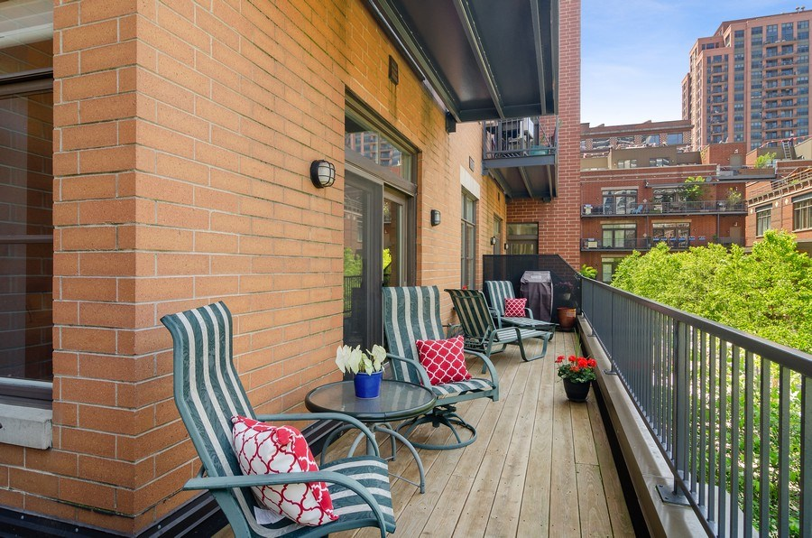 Real Estate Photography - 550 W Fulton, 202, Chicago, IL, 60661 - Terrace