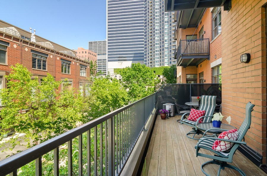 Real Estate Photography - 550 W Fulton, 202, Chicago, IL, 60661 - Terrace 3