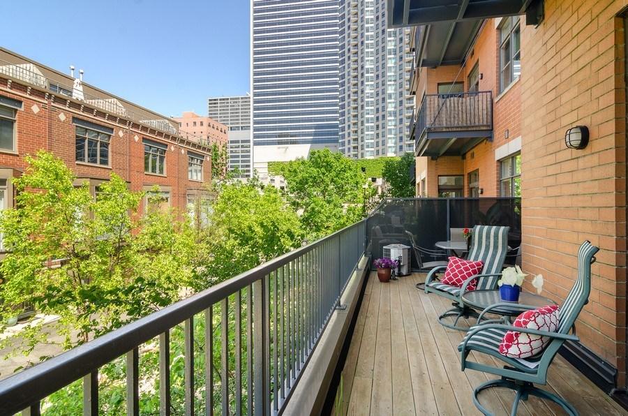 Real Estate Photography - 550 W Fulton, 202, Chicago, IL, 60661 - Terrace 3