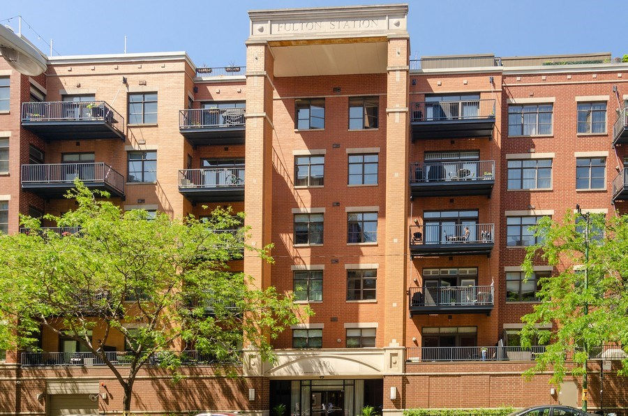 Real Estate Photography - 550 W Fulton, 202, Chicago, IL, 60661 - Front View