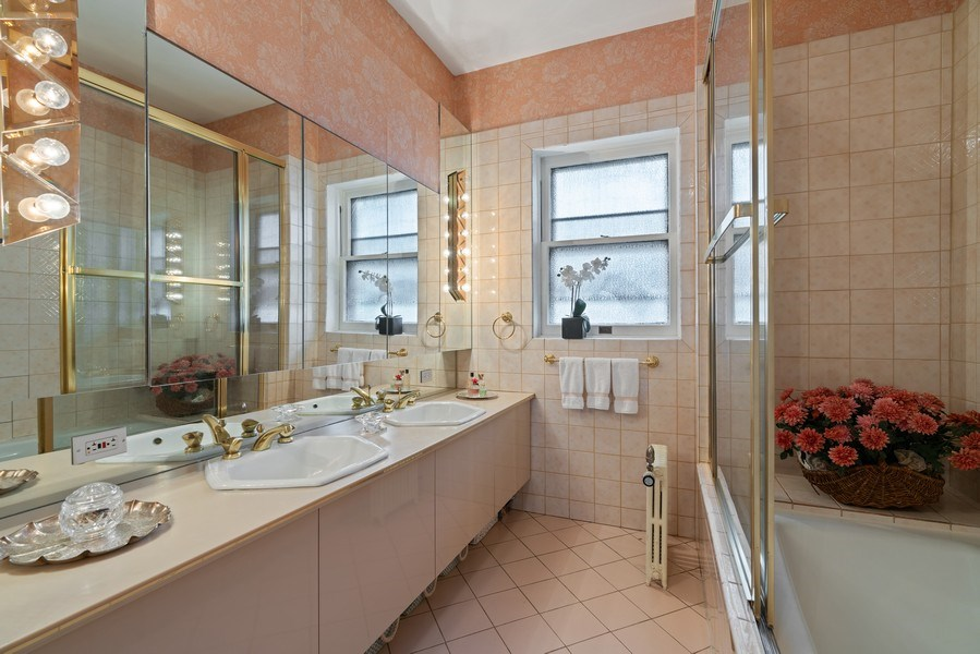 Real Estate Photography - 5016 S Greenwood, Chicago, IL, 60615 - Master Bathroom