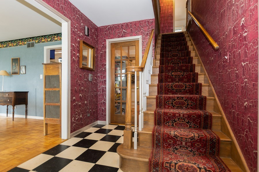 Real Estate Photography - 714 S Madison St, Hinsdale, IL, 60521 - Staircase