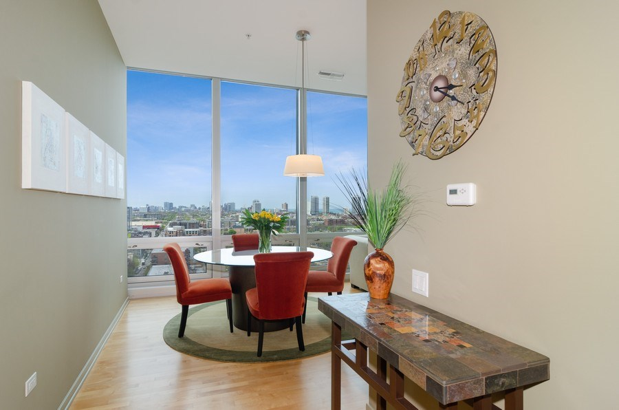 Real Estate Photography - 500 W Superior Street, 1402, Chicago, IL, 60654 - Foyer