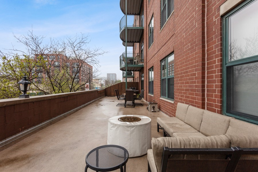 Real Estate Photography - 1301 W Washington, #208, Chicago, IL, 60607 -