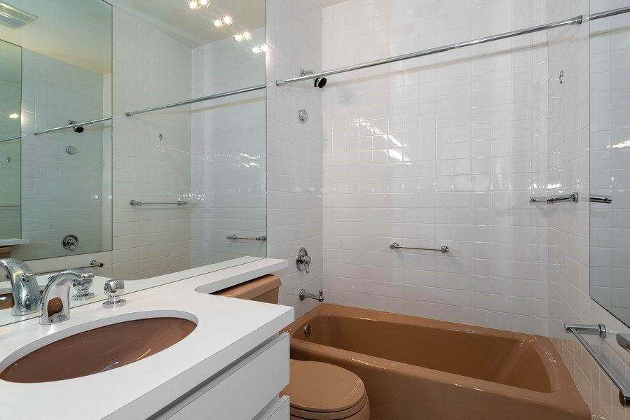 Real Estate Photography - 1340 N State Parkway, APT 4S, Chicago, IL, 60610 - 3rd Bathroom