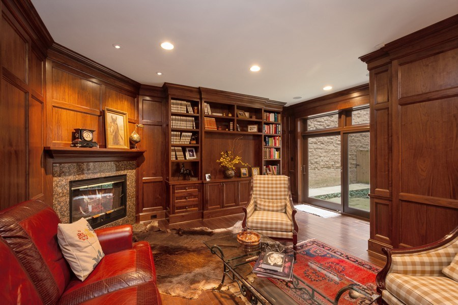Real Estate Photography - 112 W Delaware, Chicago, IL, 60610 - Library