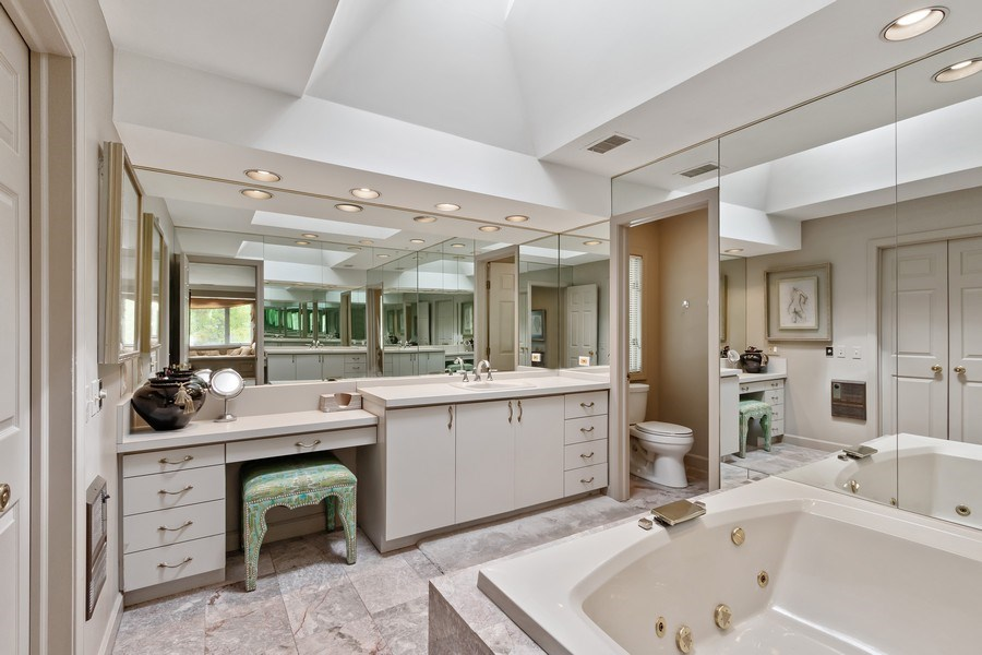 Real Estate Photography - 1039 N Derbyshire Ave, Arlington Heights, IL, 60004 - Master Bathroom