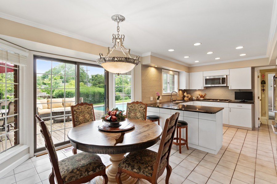 Real Estate Photography - 1039 N Derbyshire Ave, Arlington Heights, IL, 60004 - Kitchen / Breakfast Room