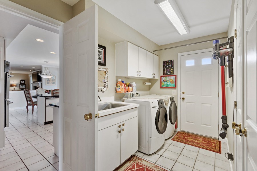 Real Estate Photography - 1039 N Derbyshire Ave, Arlington Heights, IL, 60004 - Mudroom