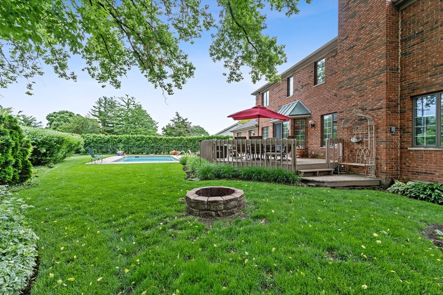 Real Estate Photography - 1039 N Derbyshire Ave, Arlington Heights, IL, 60004 - Back Yard
