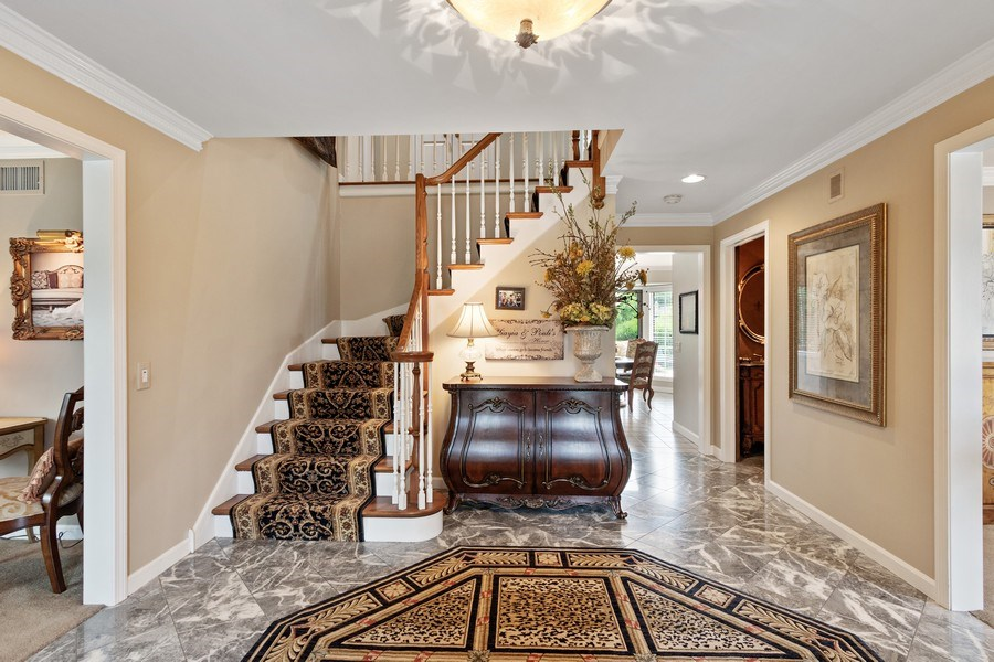 Real Estate Photography - 1039 N Derbyshire Ave, Arlington Heights, IL, 60004 - Foyer