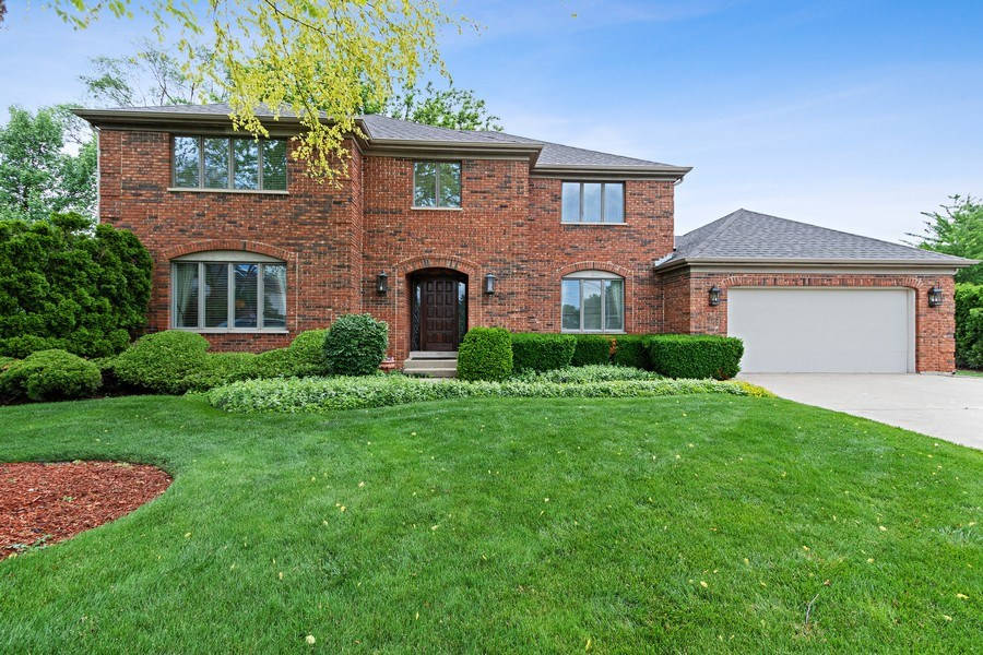 Real Estate Photography - 1039 N Derbyshire Ave, Arlington Heights, IL, 60004 - Front View