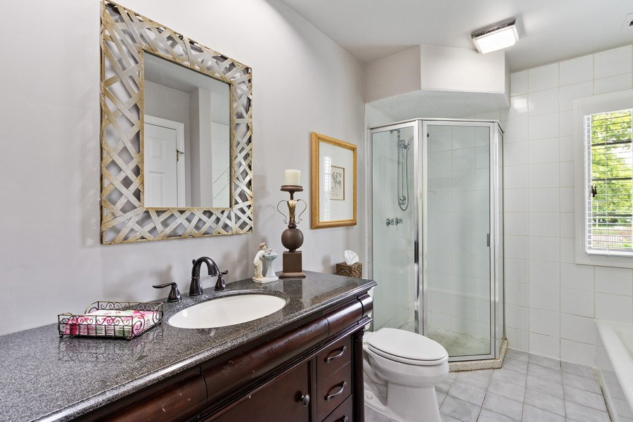 Real Estate Photography - 1039 N Derbyshire Ave, Arlington Heights, IL, 60004 - 2nd Bathroom
