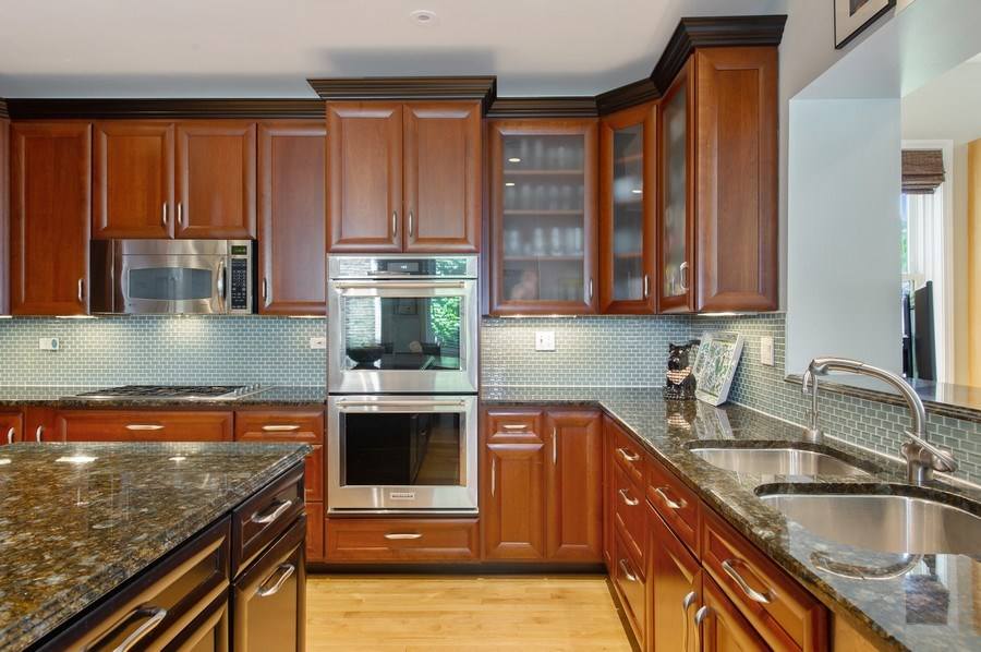 Real Estate Photography - 2039 W Cullom, Chicago, IL, 60618 - Kitchen