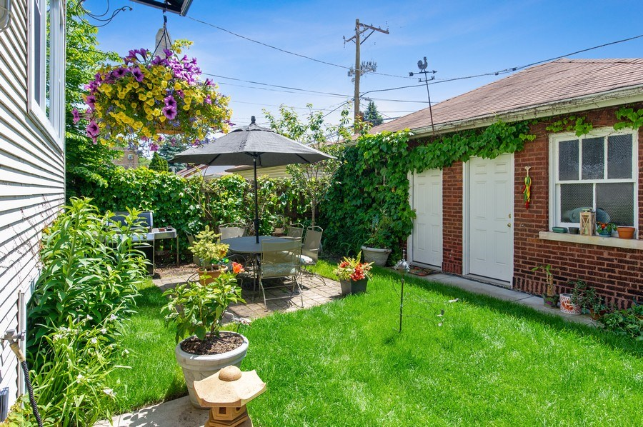 Real Estate Photography - 2039 W Cullom, Chicago, IL, 60618 - Back Yard