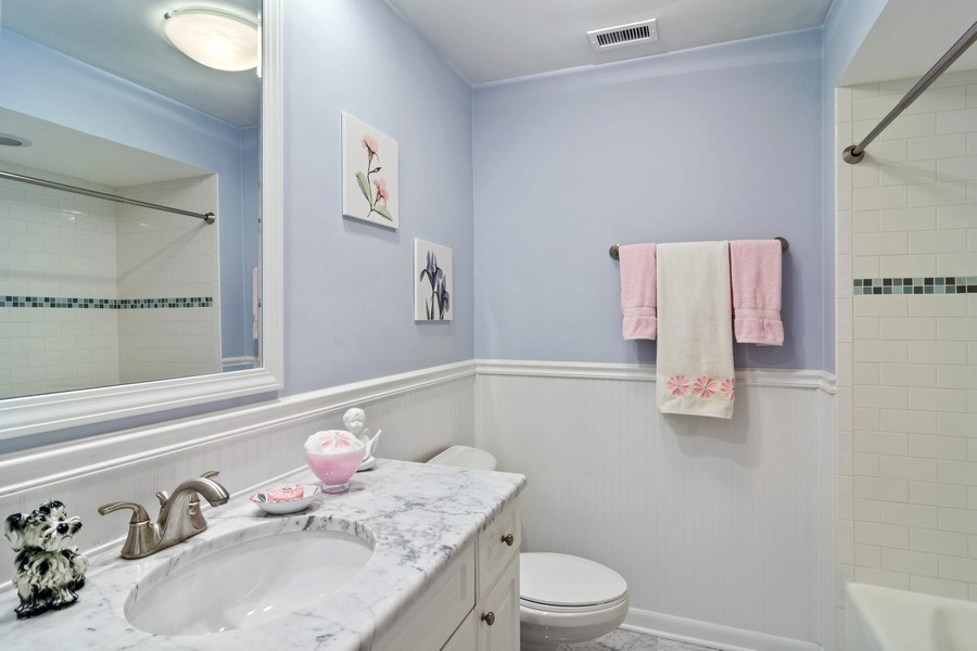 Real Estate Photography - 1 N Dee, Park Ridge, IL, 60068 - Bathroom