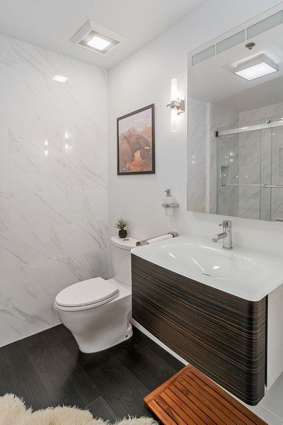 Real Estate Photography - 400 West Ontario, Unit 905, Chicago, IL, 60654 - Bathroom