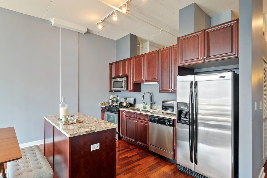 Real Estate Photography - 740 W Fulton, 1309, Chicago, IL, 60661 - Kitchen