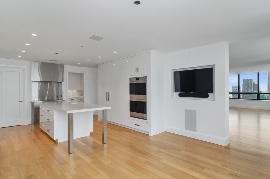 Real Estate Photography - 180 E Pearson St, 5207, Chicago, IL, 60611 - Kitchen / Living Room