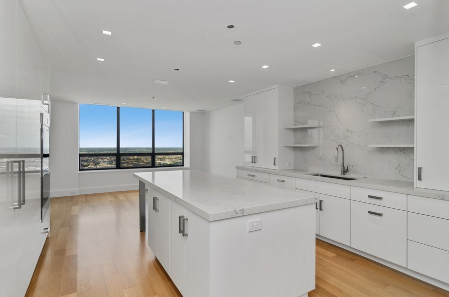 Real Estate Photography - 180 E Pearson St, 5207, Chicago, IL, 60611 - Kitchen / Dining Room