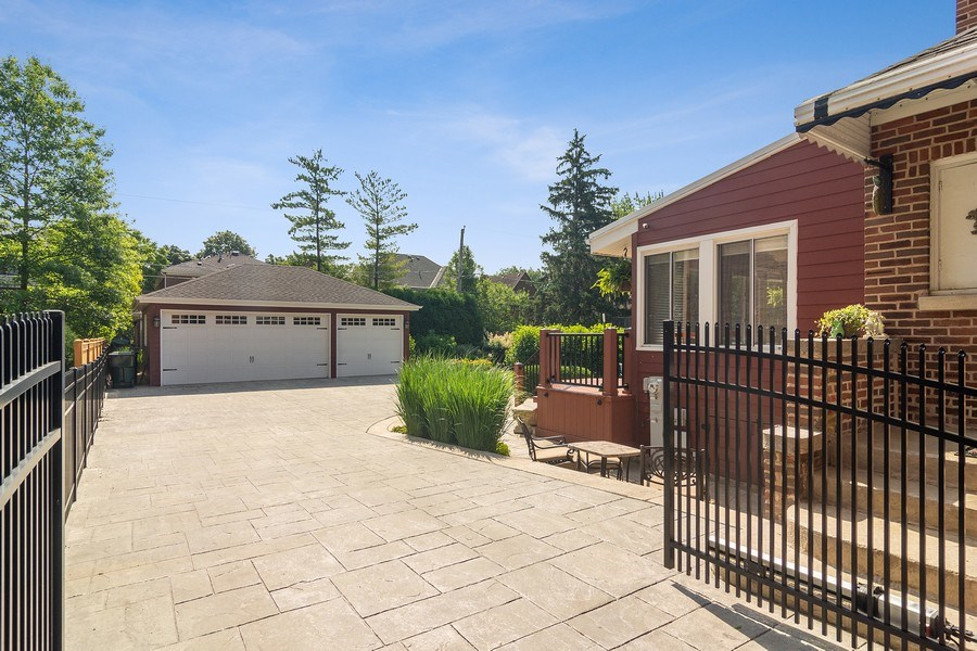 Real Estate Photography - 737 N Elmore, Park Ridge, IL, 60068 - Driveway