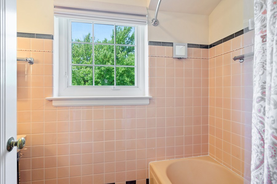 Real Estate Photography - 737 N Elmore, Park Ridge, IL, 60068 - 2nd Bathroom
