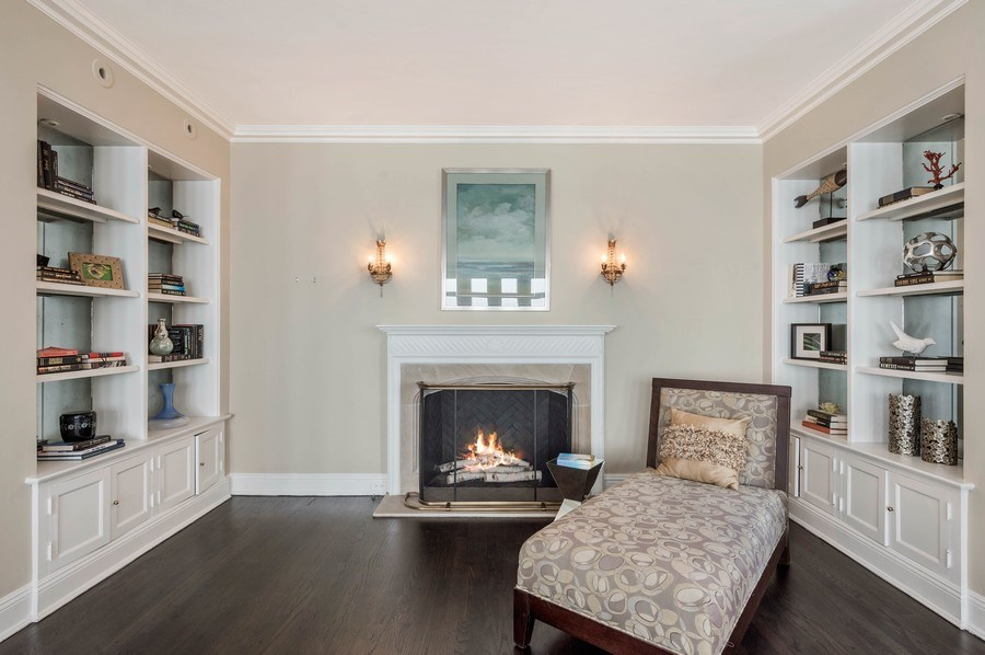 Real Estate Photography - 1430 N Lakeshore Dr, Apt 10, Chicago, IL, 60610 - Living Room