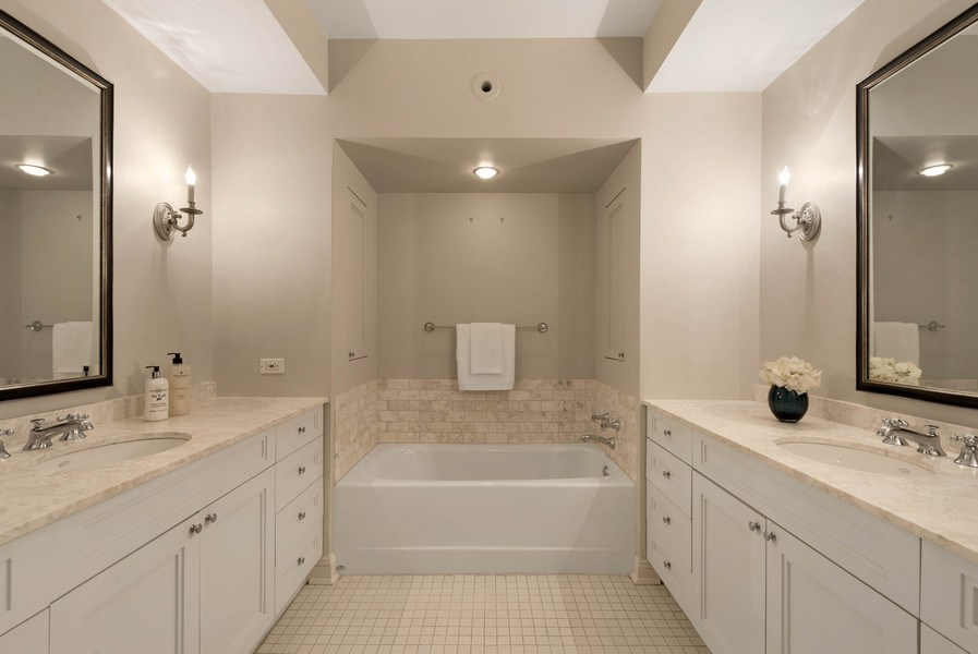 Real Estate Photography - 1430 N Lakeshore Dr, Apt 10, Chicago, IL, 60610 - Master Bathroom
