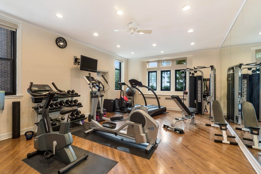 Real Estate Photography - 1430 N Lakeshore Dr, Apt 10, Chicago, IL, 60610 - Gym