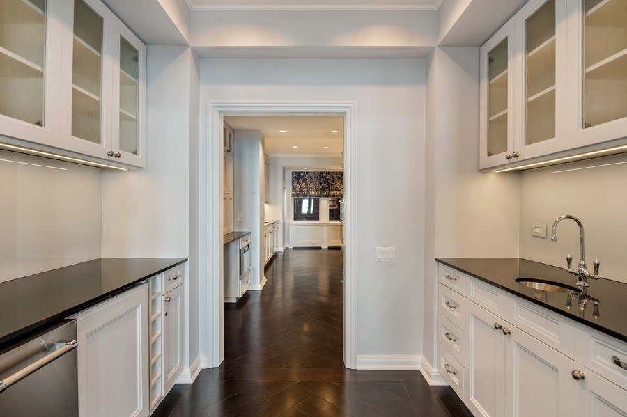 Real Estate Photography - 1430 N Lakeshore Dr, Apt 10, Chicago, IL, 60610 - Butler's pantry