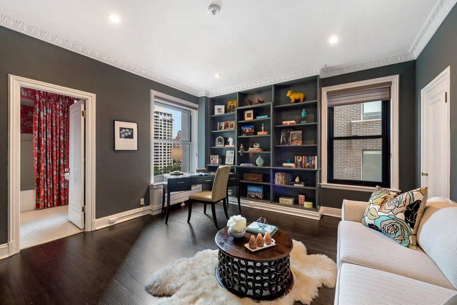 Real Estate Photography - 1430 N Lakeshore Dr, Apt 10, Chicago, IL, 60610 - Library