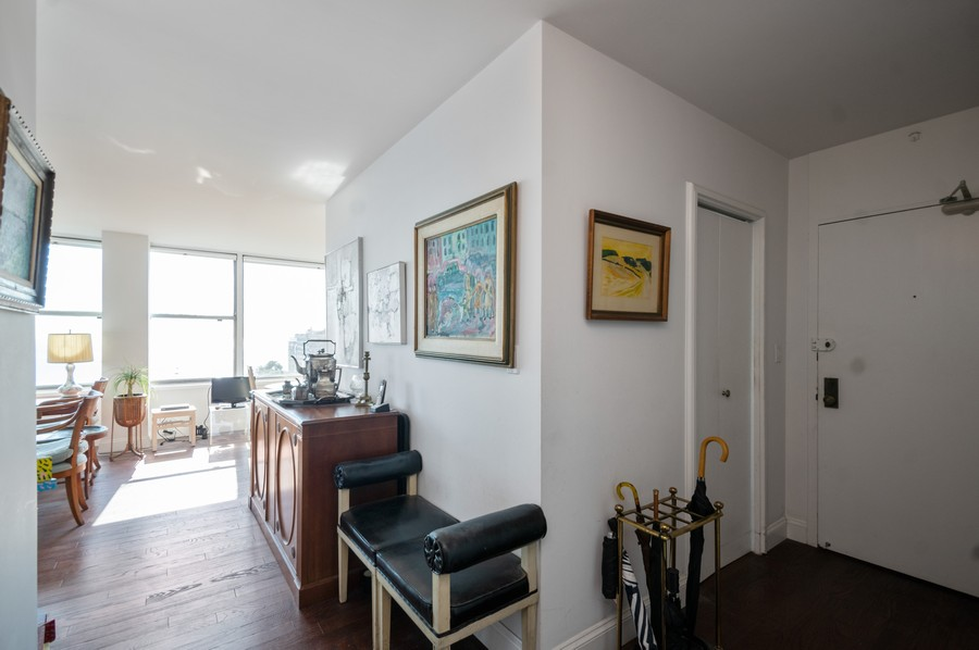 Real Estate Photography - 1000 Lake Shore Dr, Unit 1508, Chicago, IL, 60610 - Foyer/Living Room