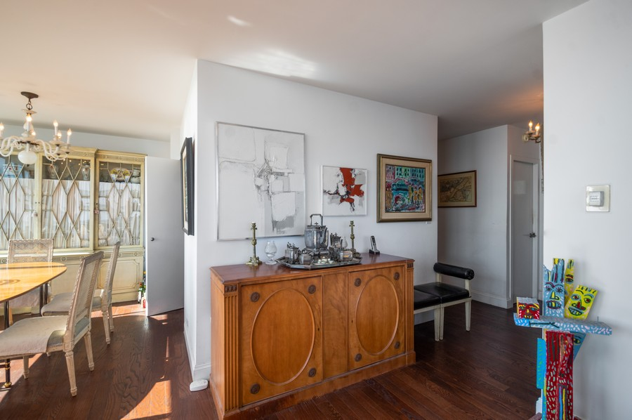 Real Estate Photography - 1000 Lake Shore Dr, Unit 1508, Chicago, IL, 60610 - Foyer/Dining Room