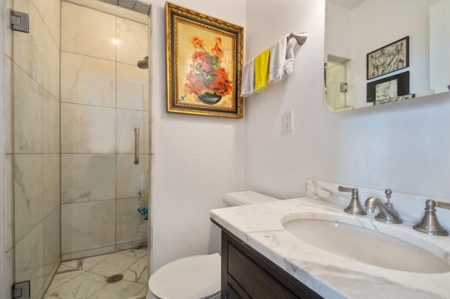 Real Estate Photography - 1000 Lake Shore Dr, Unit 1508, Chicago, IL, 60610 - 2nd Bathroom