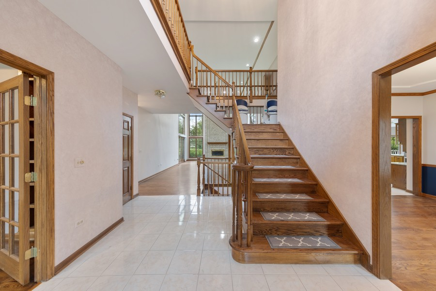 Real Estate Photography - 2272 Sable Oaks Dr, Naperville, IL, 60564 - Foyer
