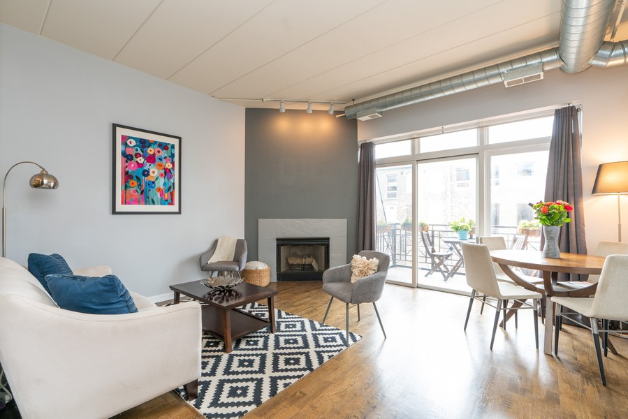 Real Estate Photography - 1155 W Madison #306, Chicago, IL, 60607 - Living Room