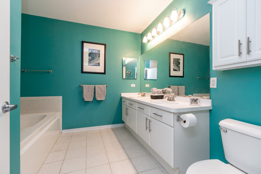 Real Estate Photography - 1155 W Madison #306, Chicago, IL, 60607 - Master Bathroom