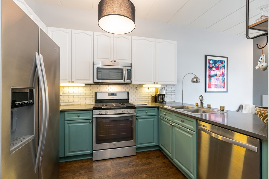 Real Estate Photography - 1155 W Madison #306, Chicago, IL, 60607 - Kitchen
