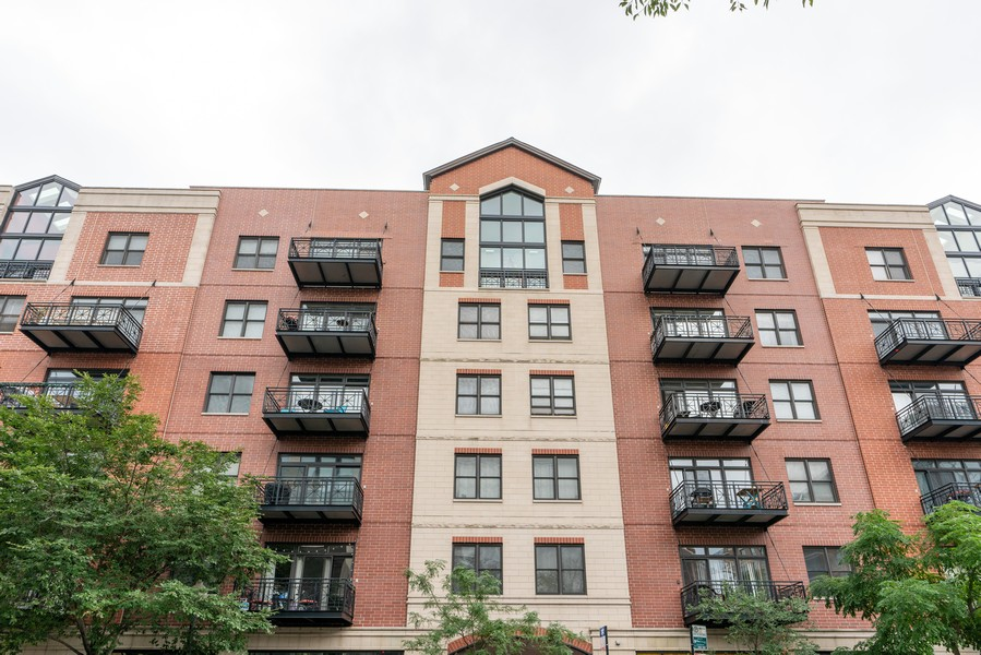 Real Estate Photography - 1155 W Madison #306, Chicago, IL, 60607 - Front View