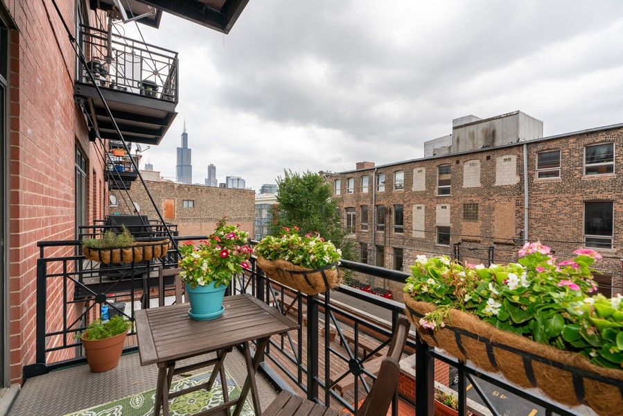 Real Estate Photography - 1155 W Madison #306, Chicago, IL, 60607 - Balcony