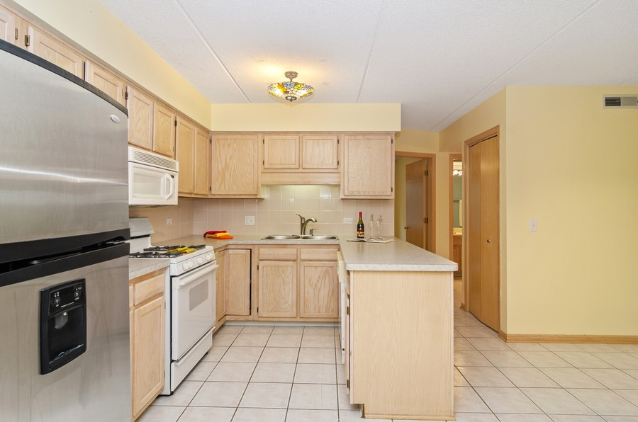 Real Estate Photography - 5225 N Riversedge Ter, Unit 212, Chicago, IL, 60630 - Kitchen