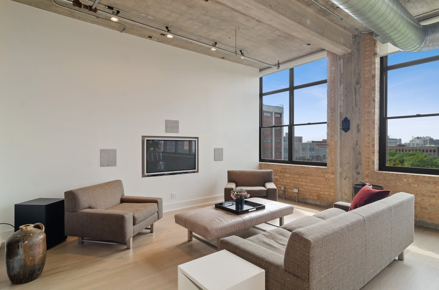 Real Estate Photography - 850 W Adams, Unit 5D, Chicago, IL, 60607 - Living Room