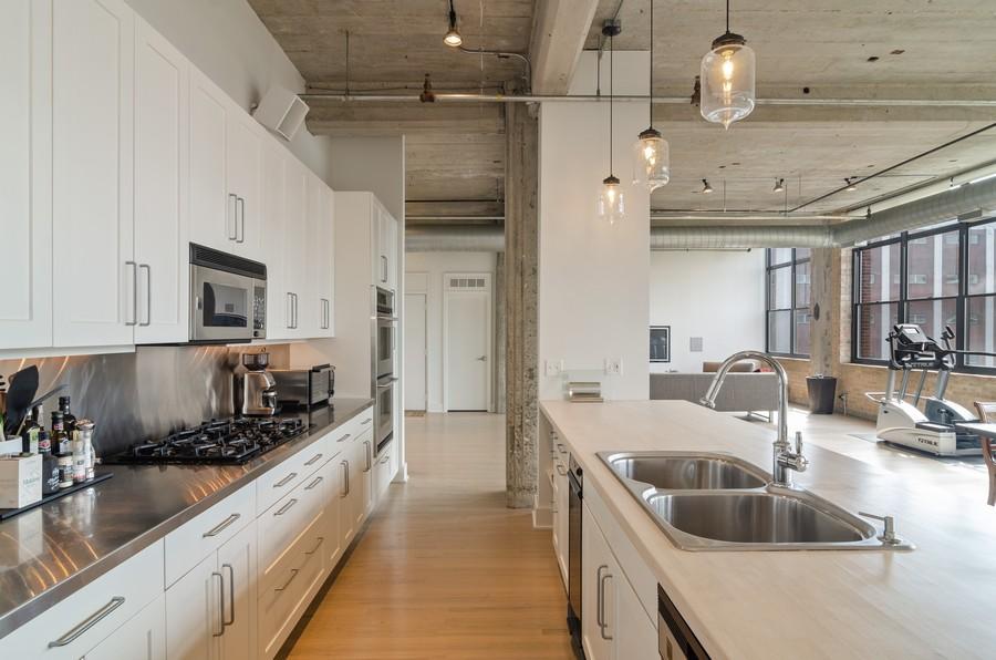 Real Estate Photography - 850 W Adams, Unit 5D, Chicago, IL, 60607 - Kitchen