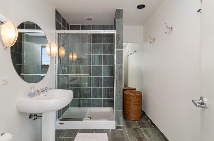 Real Estate Photography - 850 W Adams, Unit 5D, Chicago, IL, 60607 - Bathroom