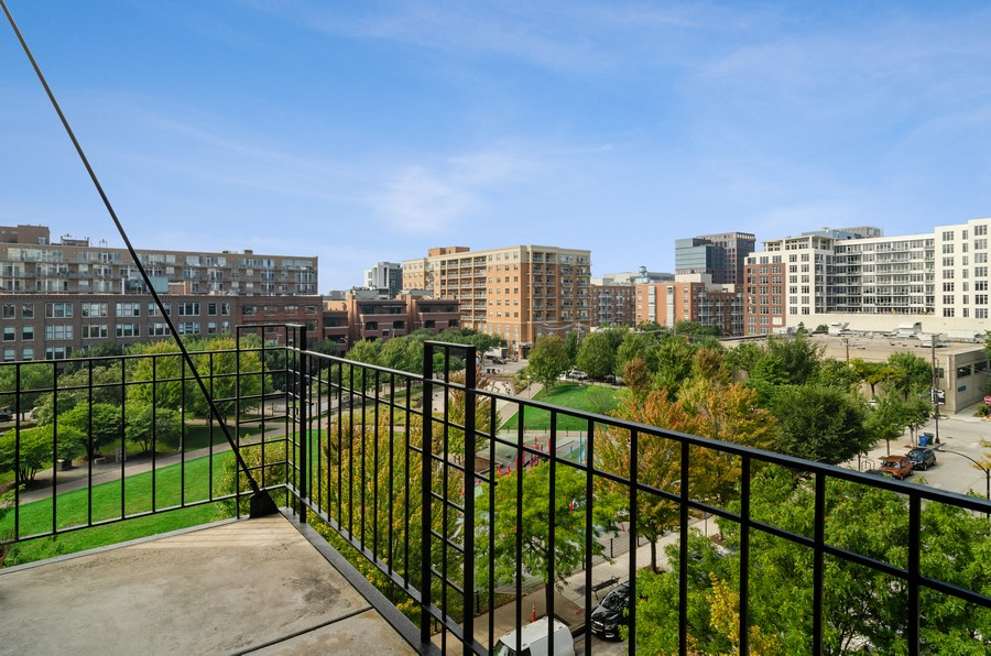 Real Estate Photography - 850 W Adams, Unit 5D, Chicago, IL, 60607 - Balcony