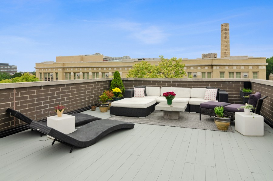 Real Estate Photography - 1425 N leavitt st, Unit 3, Chicago, IL, 60622 - Roof Deck