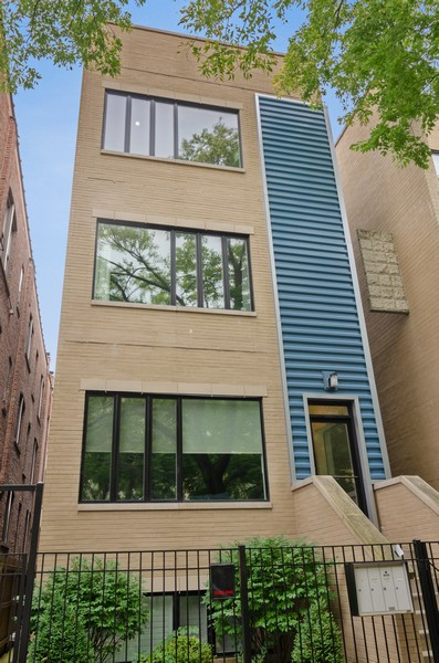 Real Estate Photography - 1425 N leavitt st, Unit 3, Chicago, IL, 60622 - Front View