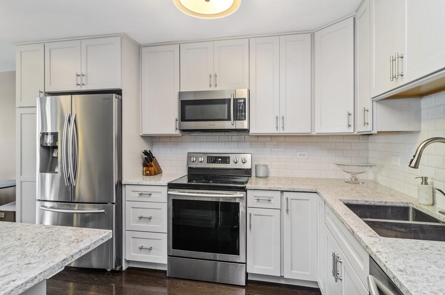 Real Estate Photography - 1555 Sandburg Terrace, Unit 310, Chicago, IL, 60610 - Kitchen