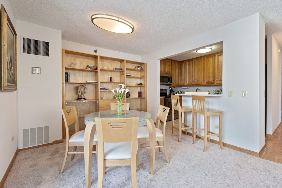 Real Estate Photography - 480 N McClurg Ct, 820, Chicago, IL, 60611 - Dining Room/Kitchen