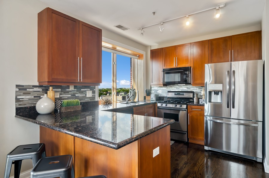 Real Estate Photography - 1444 N Orleans St, Unit 7B, Chicago, IL, 60610 - Kitchen